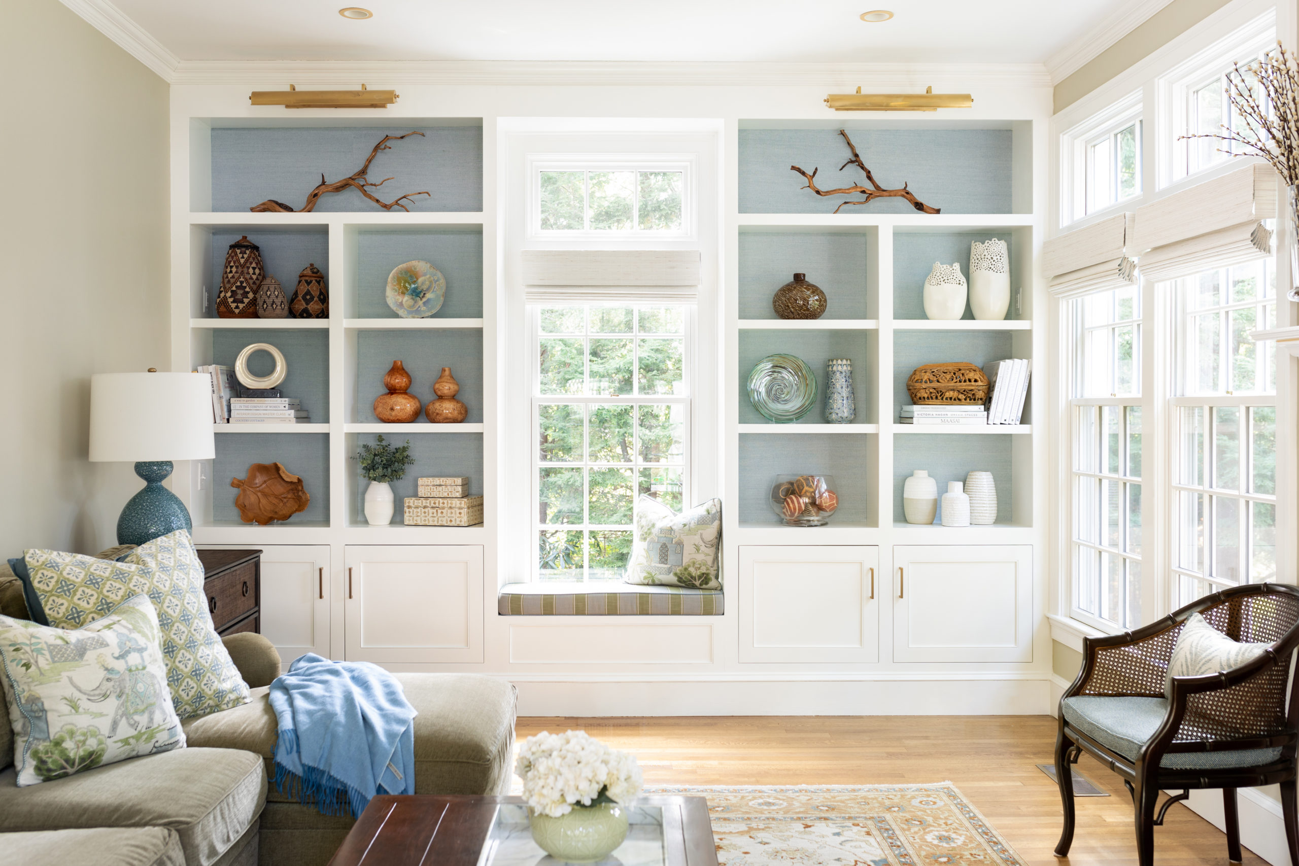 Nook wall in a sun-drenched family roon