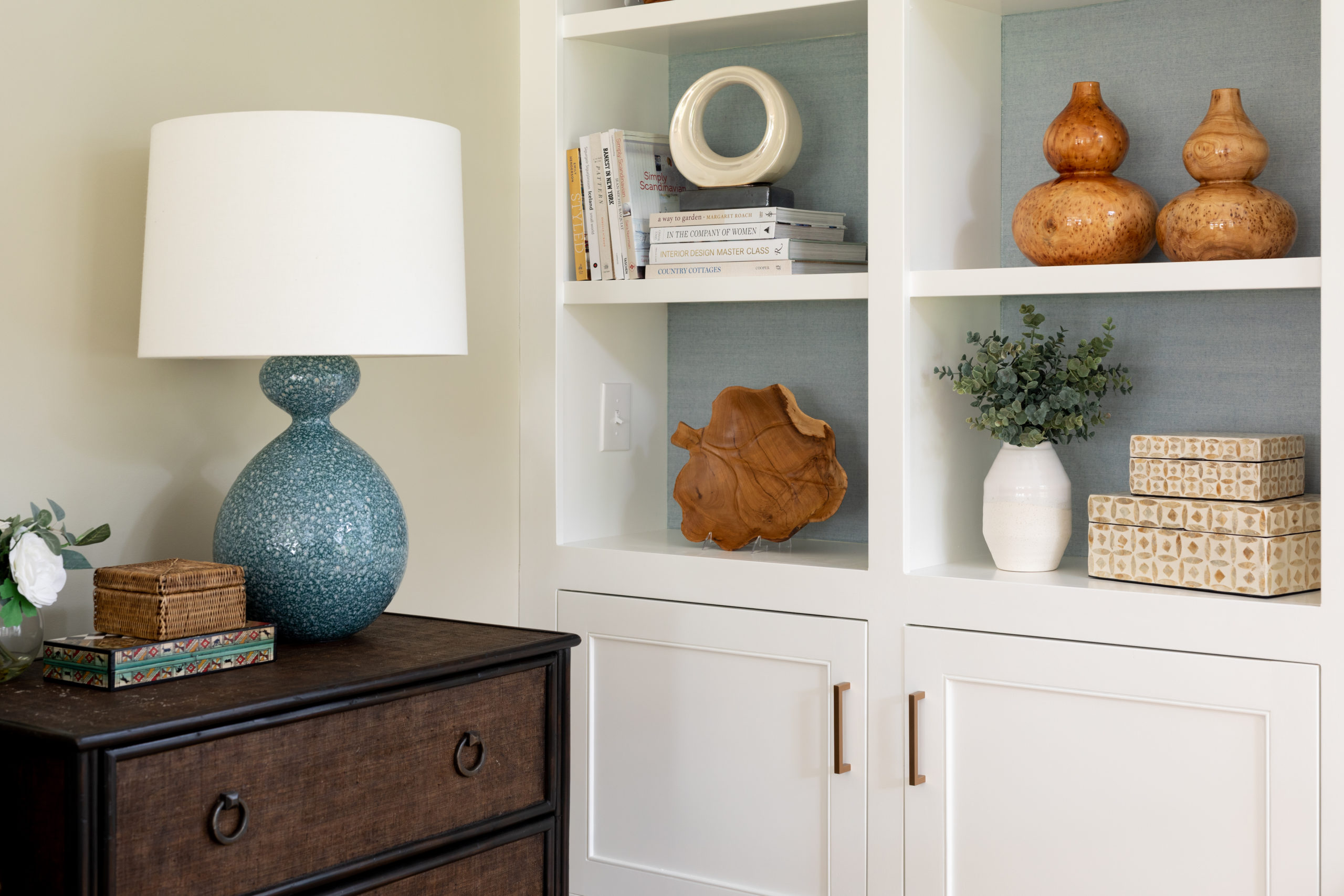 Corner and nook wall in a sun-drenched family room, Wellesley, Greater Boston,Massachusetts